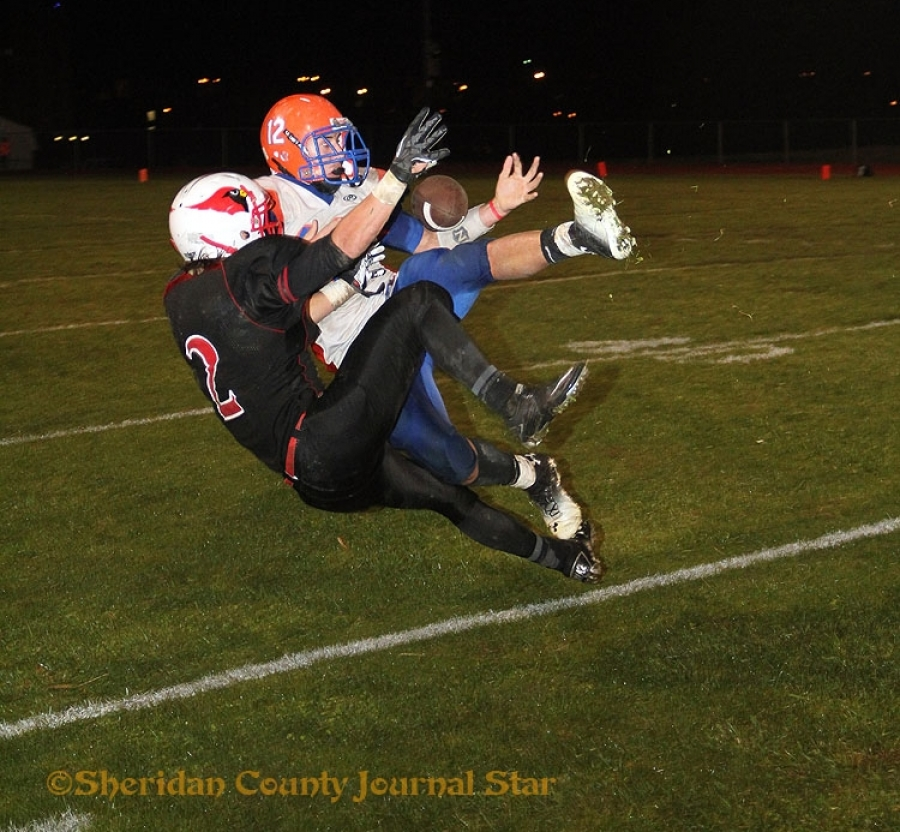 Lex Haller pulls in a hotly contested pass in the fourth quarter against Chadron.