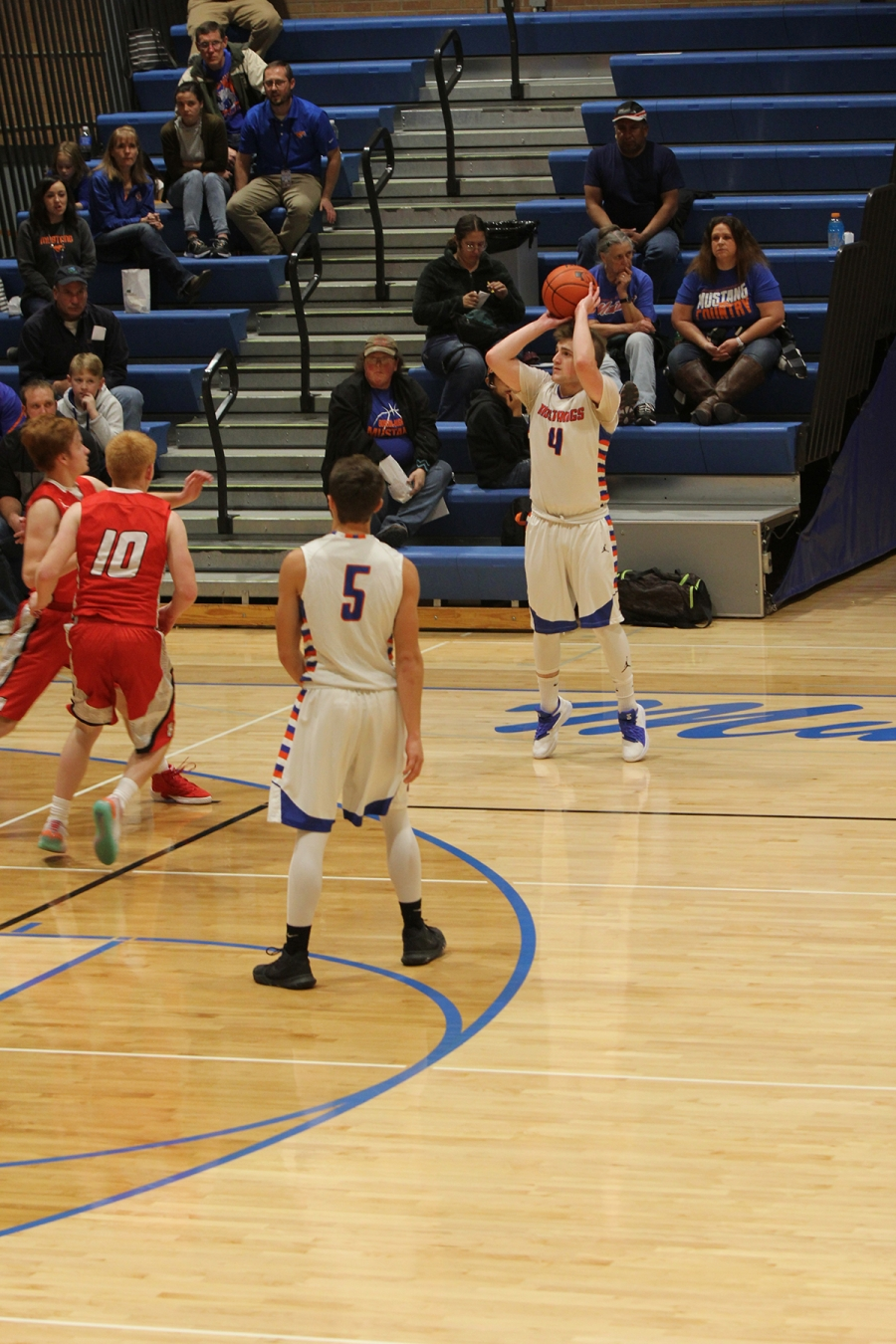 Dylan Schwarting set a team record for most points in a game with 40 points in their home game against Hemingford Friday night.